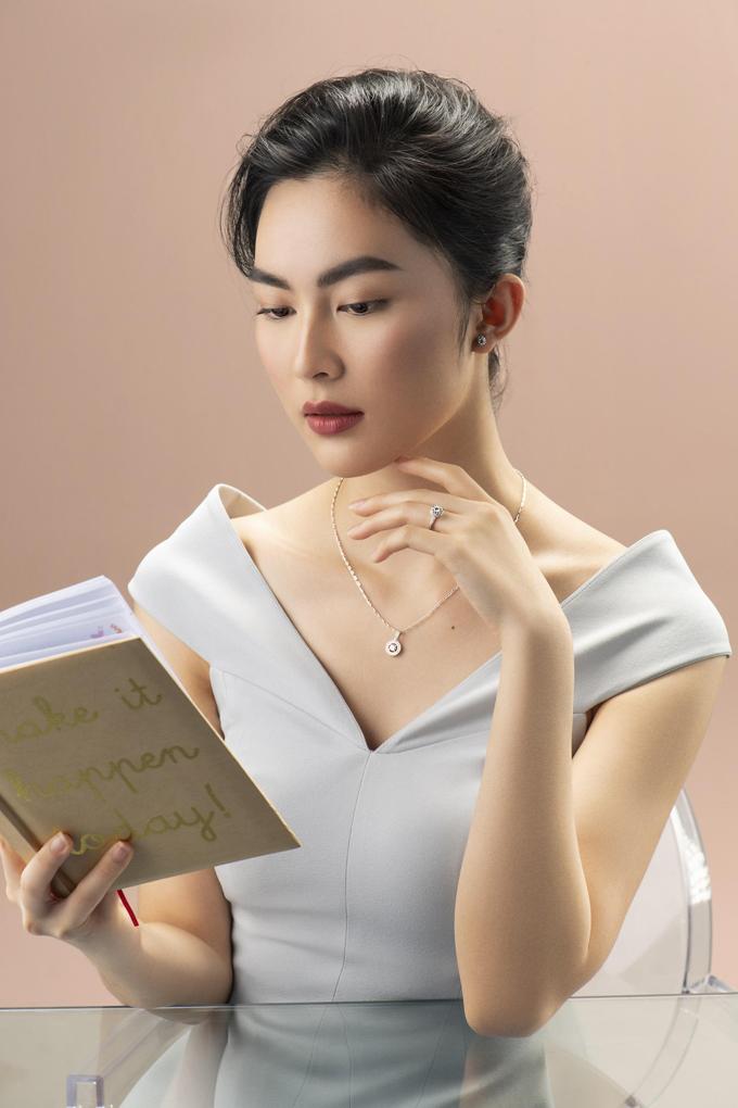 Kim cương 8H&A (8 mũi tên, 8 trái tim) giúp người phụ nữ hoàn thiện vẻ đẹp của bản thân.