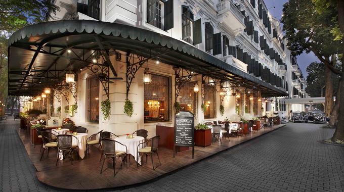 Khách sạn Sofitel Legend Metropole Hà Nội nằm trên phố Ngô Quyền, có tuổi đời hàng trăm năm.
