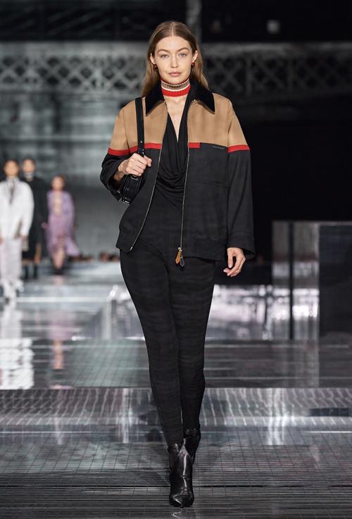 Gigi Hadid giấu đường cong khi diện jumpsuit cổ đổ mix kèm áo khoác năng động.