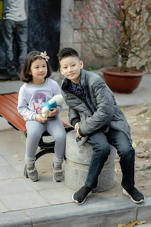 Bé Na càng lớn càng xinh xắn, đáng yêu. Jennifer Phạm tiết lộ cô bé đặc biệt quấn quýt anh trai Bảo Nam.