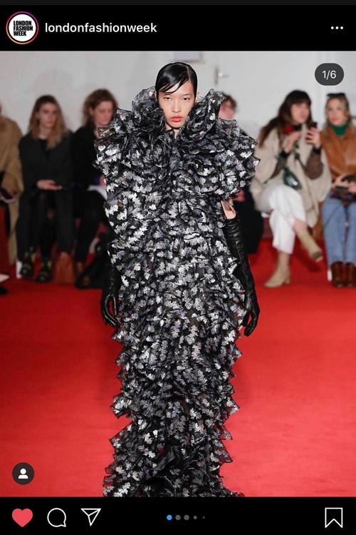 Hình ảnh của Phương Oanh xuất hiện tại London Fashion Week đang tổ chức tại Anh khiến nhiều khán giả Việt thích thú.