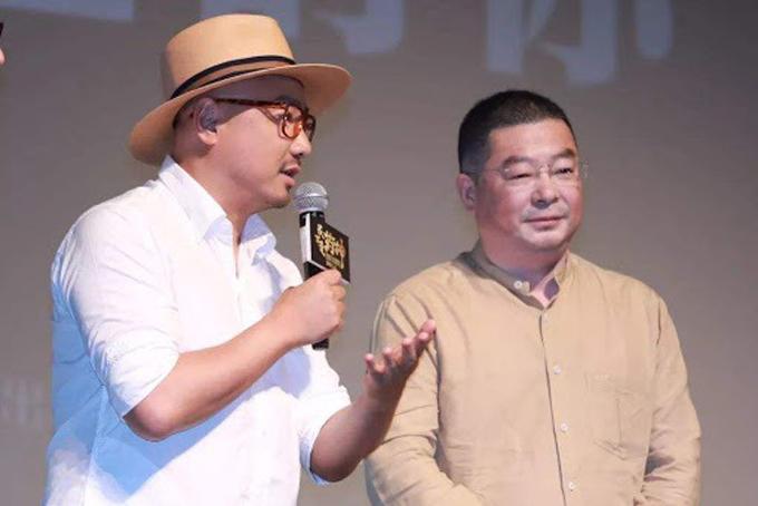 Lu Yong (phải) và đạo diễn Từ Tranh tại sự kiện ra mắt phim Dying to Survive tại Đại Học Thanh Hoa, Bắc Kinh, Trung Quốc hồi tháng 7/2018. Ảnh: China news.