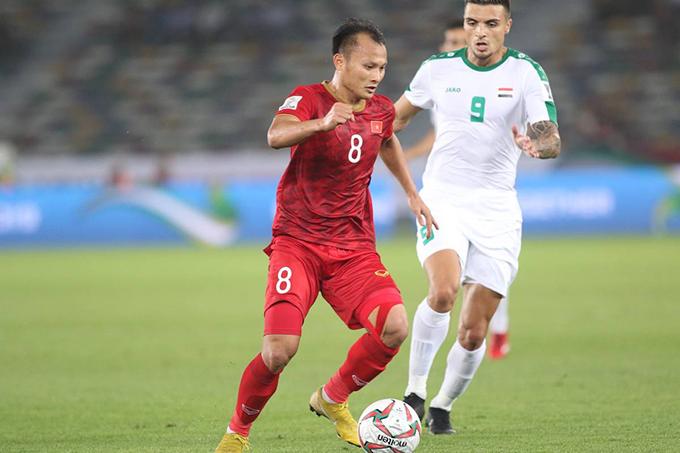 Trọng Hoàng đi bóng trong trận đấu với Iraq ở Asian Cup 2019. Ảnh: Đức Đồng.