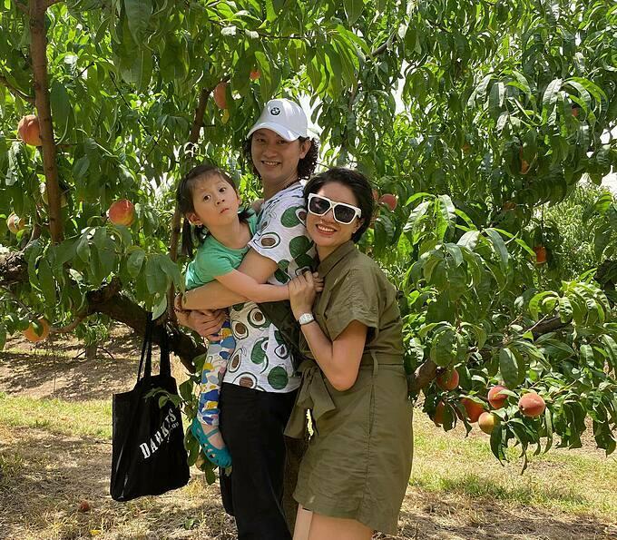 Trang Trần cùng chồng và con gái đi chơi ở Australia dịp Tết Nguyên đán.