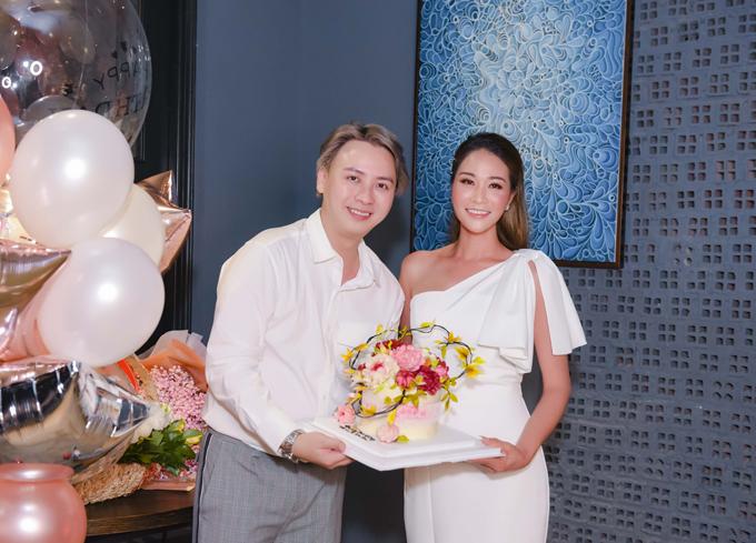 Buổi tiệc sinh nhật của Xuân Nguyễn được nhà thiết kế Văn Thành Công lên ý tưởng và thực hiện tạinhà hàng Việt Nam Fusion. Đây là nhà hàngmới của Văn Thành Công và chuẩn bị khai trương trong tháng sau tại trung tâm quận 1, TP HCM.