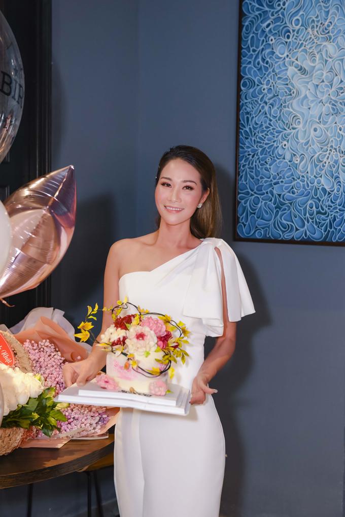 Diễn viên, doanh nhân Xuân Nguyễn kết hôn với doanh nhân người Thái Lan. Ông xã của cô làm trong một công ty dầu khí tại xứ sở triệu voi. Hiện tại, người đẹp có cuộc sống ổn định và hạnh phúc. Cô thường xuyên đi về giữa Việt Nam và Thái Lan.