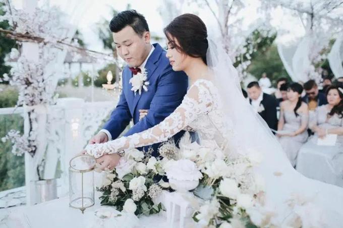 Tôi luôn mơ ước về một đám cưới ngoài trời từ khi còn là một cô bé. Sau khi khảo sát nhiều địa điểm, tôi đã hoàn toàn phải lòng với Balivà muốn đám cưới diễn ra ở đây, cô dâu Theresia chia sẻ về bối cảnh đám cưới.