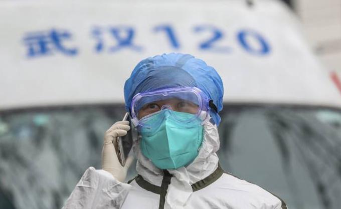 Nhiều y bác sĩ Trung Quốc lây nCoV sau quá trình điều trị cho các bệnh nhân. Ảnh: AP.