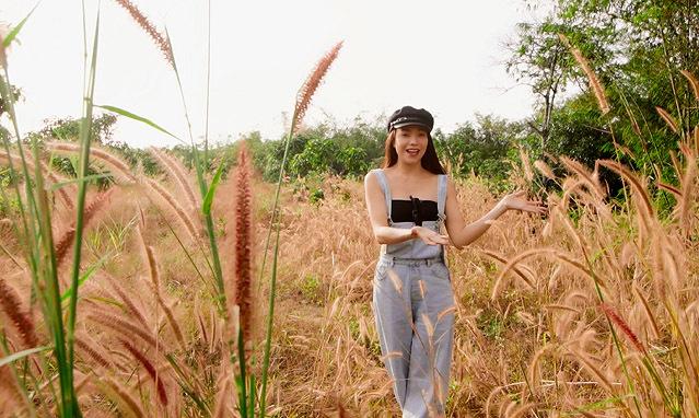 Trà Ngọc Hằng diện trang phục xì tin, cá tính đi thăm khu vườn mới mua ở tỉnh Đồng Nai, cách Sài Gòn hơn một tiếng đồng hồ nếu đi bằng xe ôtô.