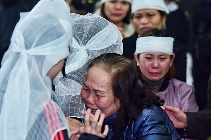 Vợ NSƯT khóc nghẹn bên linh cữu chồng - 6