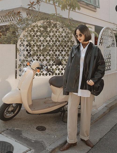 Áo khoác da không có độ phủ sóng mạnh mẽ như blazer, nhưng nó vẫn là món đồ được nhiều cô nàng yêu phong cách vintage yêu thích.