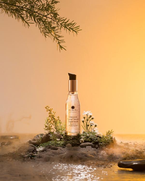 Dòng sản phẩm của DeAura sử dụng những nguyên liệu hiếm như vàng 24k, bùn khoáng biển Chết, thảo dược tác động sâu lên làn da lão hóa.