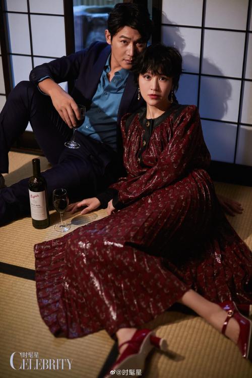Lục Nghị, Bào Lôi bên nhau tình tứ trong bộ ảnh được thực hiện tại Nhật Bản. Cặp sao luôn được khán giả ngưỡng mộ vì tình yêu ngọt ngào bất chấp thời gian, bất chấp scandal.