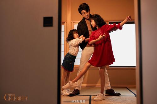Lục Nghị là diễn viên nổi tiếng Trung Quốc, anh đặc biệt ghi dấu trong lòng công chúng Việt với vai Bao Thanh Thiên trong Thời niên thiếu của Bao Thanh Thiên, Gia Cát Lượng trong Tân Tam Quốc, Hằng Thái trong Cung tỏa liên thành... Anh quen bà xã Bào Lôi năm 1996, sau đó hai người kết hôn năm 2006. Sau 24 năm bên nhau, họ có quả ngọt là hai bé gái xinh xắn.