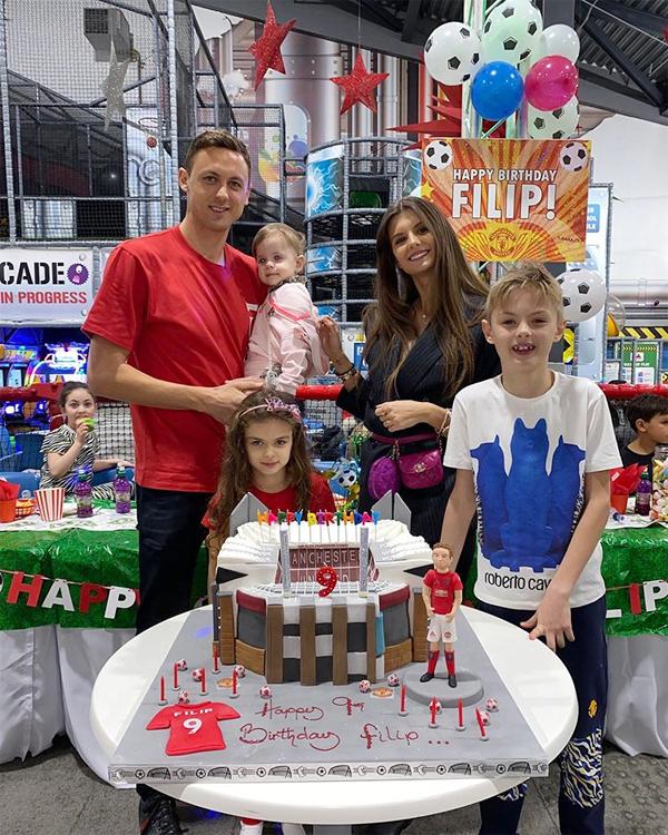 Vợ chồng Matic và các con trong sinh nhật bé Filip hôm 18/2. Ảnh: Instagram.