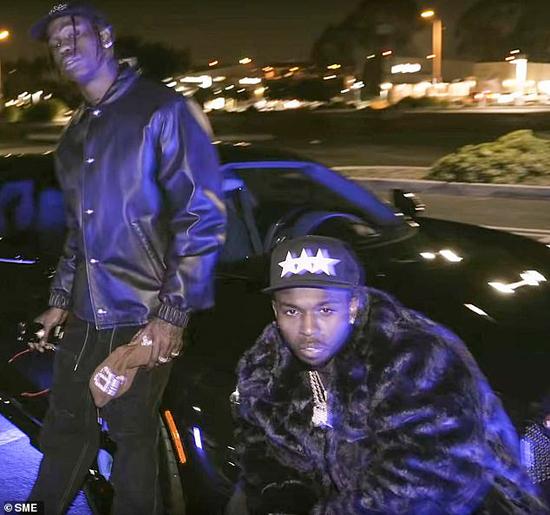 Travis Scott (trái) và Pop Smoke thân thiết từ sau khi kết hợp trong ca khúc Gatti.