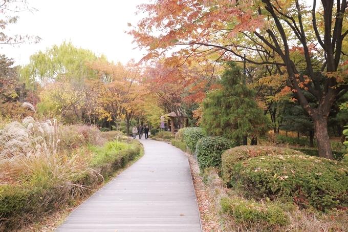 Khu phố trong phim Tầng lớp Itaewon - 3