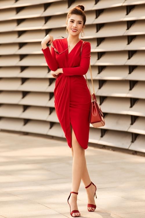 Dương Yến Nhung là Hoa hậu Du lịch Quốc tế 2019, tổ chức tại Philippines. Cô tốt nghiệp Học viện Hàng không Việt Nam và hiện làm việc trong lĩnh vực truyền thông. Ngoài ra, Yến Nhung còn tham gia kinh doanh bất động sản.