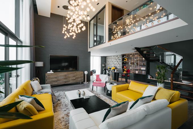 Căn nhà được hoàn thiện bởinhóm kiến trúc sư của Das Studio gồm: Nguyễn Hoàng Sơn (kiến trúc sư trưởng), Hoàng Anh Nhật (chủ trì thiết kế), Trần Phương, Phạm Ngọc Thép.
