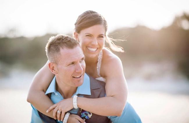 Rowan Baxter và vợ trong ngày cưới 11 năm trước.