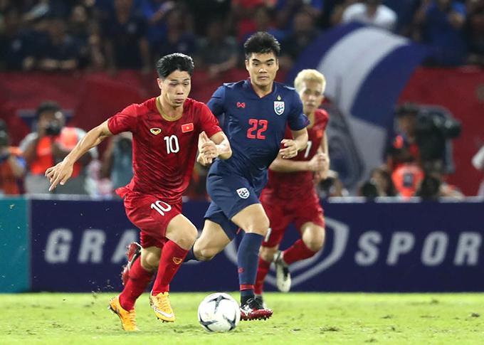 Công Phượng đi bóng trong trận đấu với Thái Lan ở vòng loại World Cup 2022 hôm 5/9/2019. Ảnh: Đức Đồng.