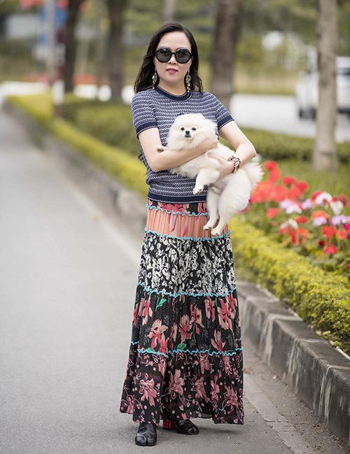Sau khi mất Đen, Phượng Chanel ra Hà Nội mang vào Sài Gòn thêm hai chú chó để bổ sung và cân bằng lực lượng hai miền.Hiện ở Sài Gòn và Hà Nội nữ doanh nhân và bạn trai nuôi tổng cộng 16con chó, mỗi nơi 8 con.