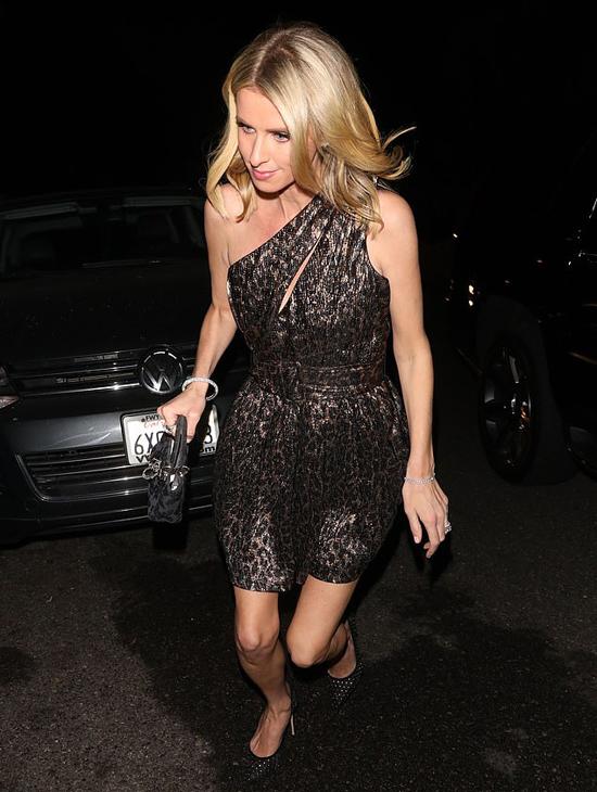 Em gái của Paris là nhà thiết kế thời trang Nicki Hilton.