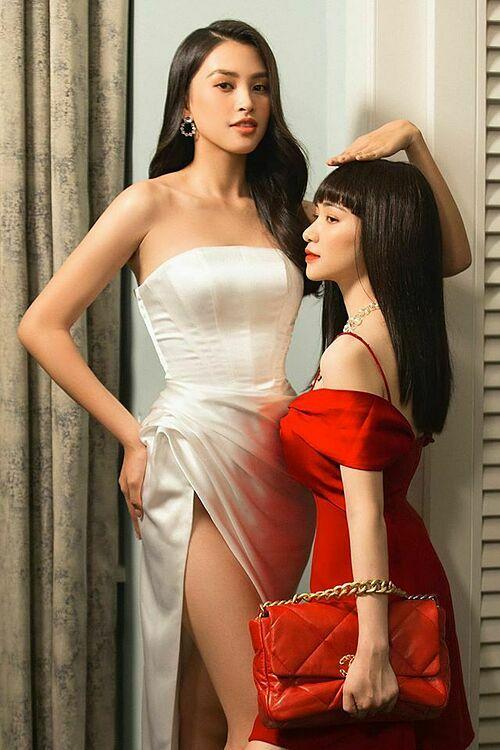 Hòa Minzy hài hước đăng ảnh chụp cùng Hoa hậu Việt Nam 2018 Trần Tiểu Vy và chú thích: Sông có khúc,người có khúc.