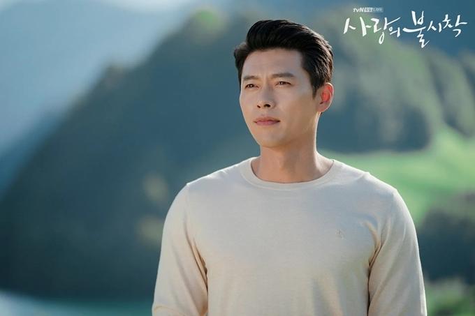 Hyun Bin được yêu mến gọi là anh chồng quốc dân sau phim Hạ cánh nơi anh.