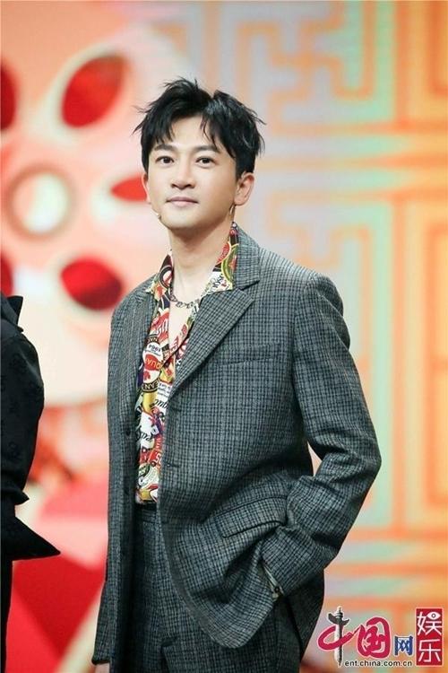 Tô Hữu Bằng bảnh bao tham gia show cùng Triệu Vy.