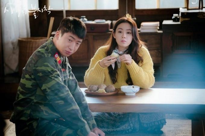 Yoo Su Bin trong một cảnh quay với Son Ye Jin.