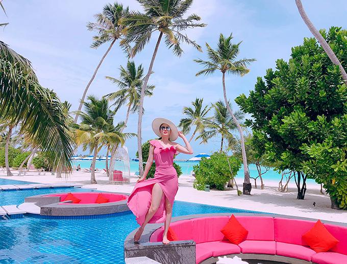Muốn vợ được tận hưởng trọn vẹn cuộc sống son trẻ trước khi sinh con nên doanh nhân Phan Lĩnh đưa Bảo Thy đi du lịch khắp nơi trên thế giới. Mỗi khi đi biển, vợ chồng cô thường chọn những resort sang trọng bên bờ biển.