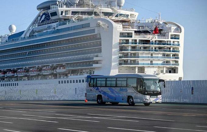 Tàu Diamond Princess bị cách ly ở cảng Yokohama, Nhật Bản. Ảnh: AFP.