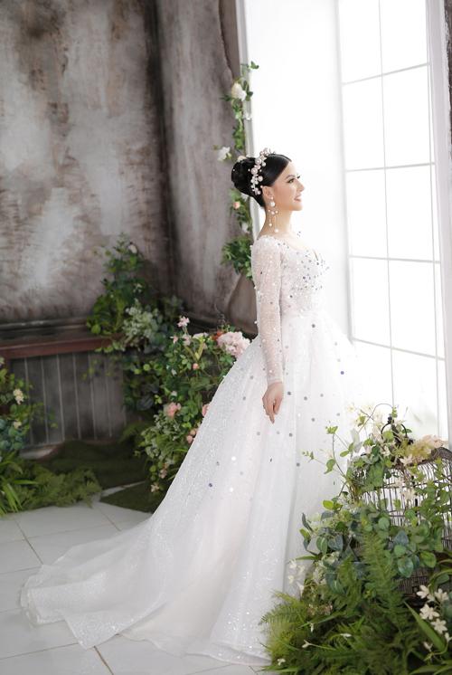 Bộ ảnh được thực hiện bởi người mẫu: Jenny Bảo Hân, trang điểm: Hồ Khanh, tóc: Thịnh Lê, ảnh: Huy Trần - Phạm Đúng.