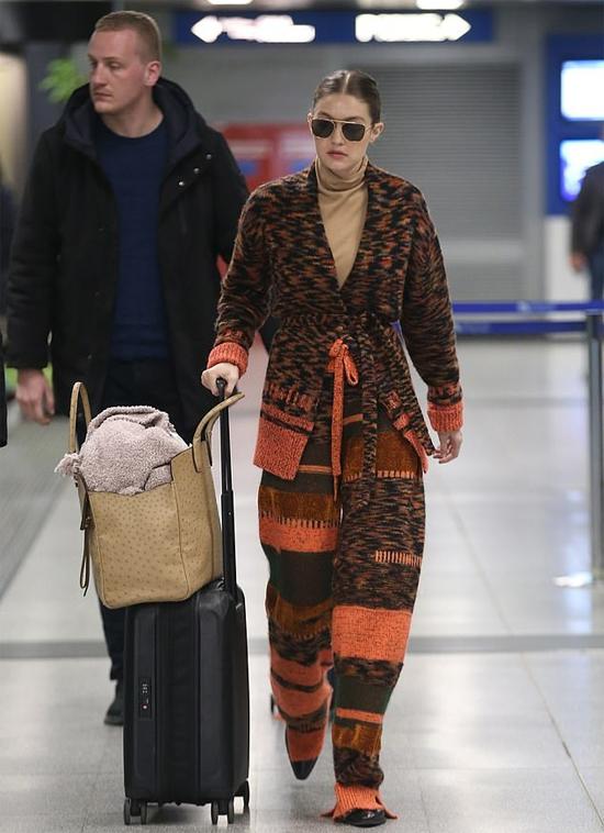 Gigi và Bella luôn đồng hành tại các tuần lễ thời trang quốc tế. Hai chị em siêu mẫu diễn cùng nhau trong nhiều show thời trang ở Milan trong tuần qua.