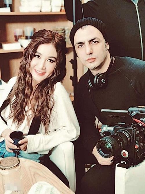 Ôn Bích Hà bật mí, đạo diễn người Pháp Mustafa Ozgun rất quý mến cô, cũng rất yêu thích văn hóa Trung Quốc.