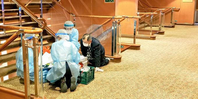 Diamond Princess trước đó từng ghé qua Việt Nam ở cảng Chân Mây, tỉnh Thừa Thiên Huế và Hạ Long, tỉnh Quảng Ninh lần lượt vào các ngày 27 và 28/1. Đa số hành khách là người Nhật, bên cạnh một số người Anh, Mỹ, Canada và quốc tịch khác.  Những người nhiễm virus nCoV được chuyển đến các bệnh viện địa phương cách ly, điều trị.