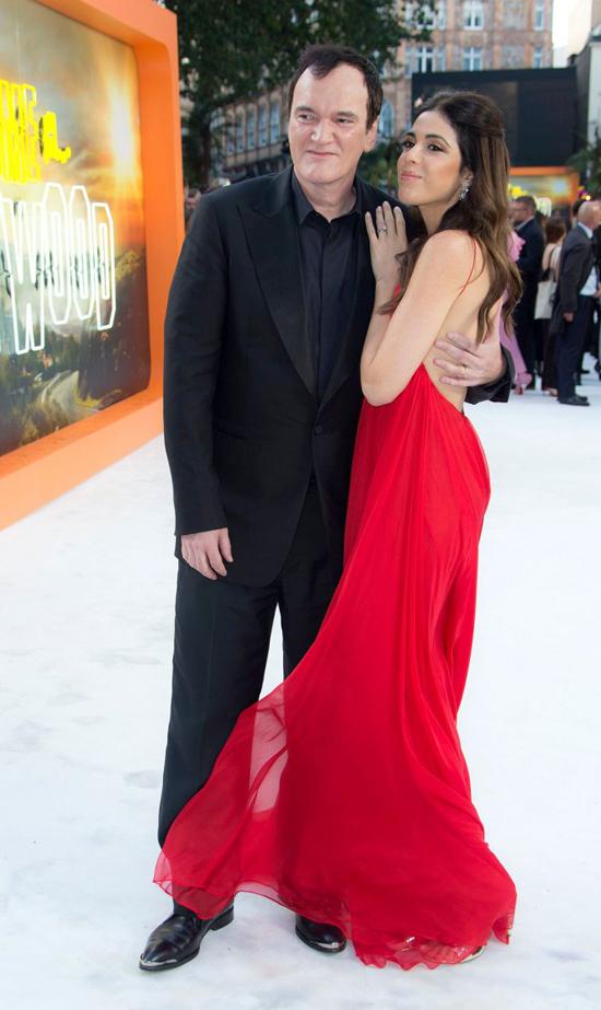 Quentin Tarantino bên vợ tại London tháng 7/2019.