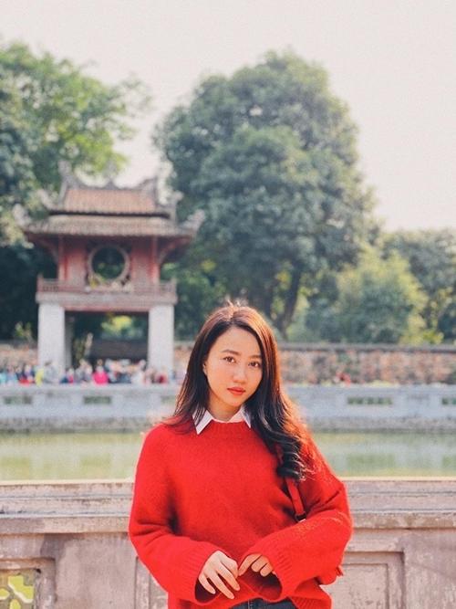 Huỳnh Hồng Loan tham quan Văn miếu Quốc tử giám khi ra Hà Nội.