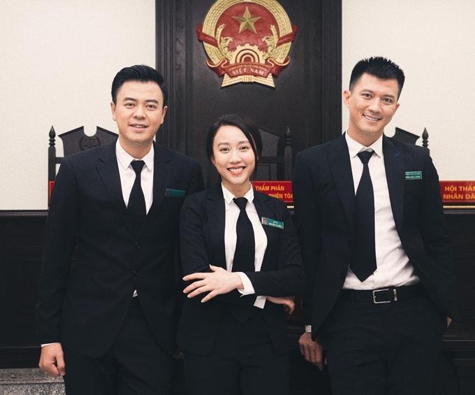 Huỳnh Hồng Loan (giữa) bên các bạn diễn Tuấn Tú (trái) và Hà Việt Dũng.