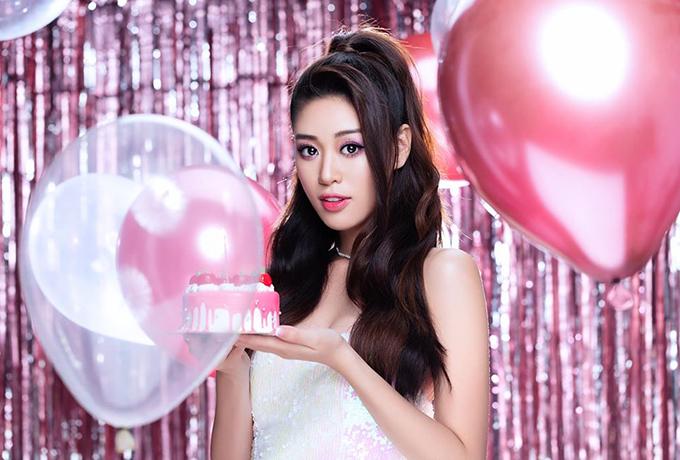 Với Khánh Vân, tuổi 24 thật đặc biệt và nhiều may mắn. Điều ý nghĩanhất mà cô làm được trong năm qua là giành vương miện Hoa hậu Hoàn vũ Việt Nam 2019. Người đẹp mong rằng tuổi 25 của mình cũng sẽ thật ý nghĩa với những trải nghiệm mới mẻ trong cuộc thi Miss Universe.