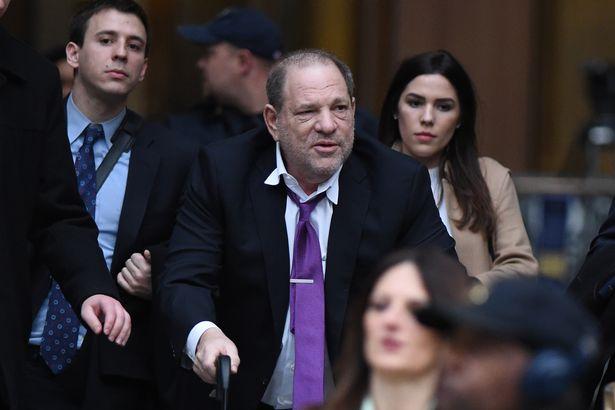 Nhà sản xuất phim Harvey Weinstein tại tòa.
