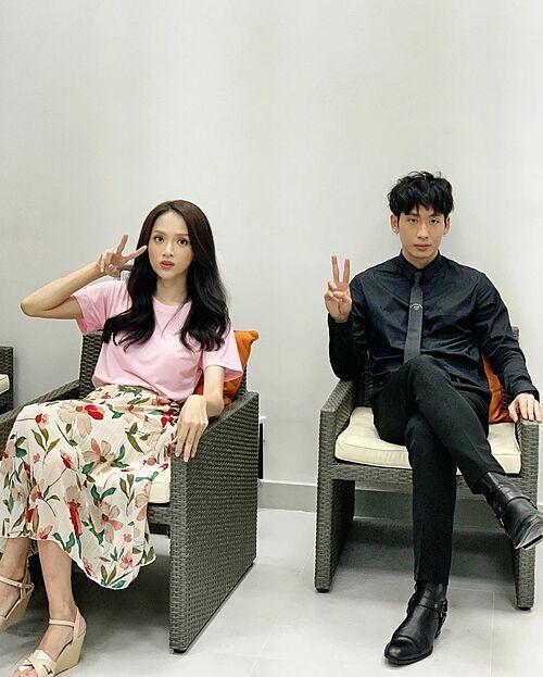 Hương Giang đăng ảnh bên Tuấn Trần và được fan tích cực ghép đôi.