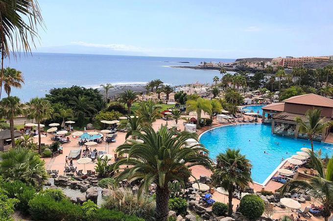 Khách sạn H10 Costa Adeje Palace nơi 1.000 du khách đang bị phong tỏa. Ảnh: Solarpix.