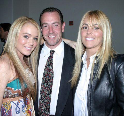 Lindsay Lohan bên bố mẹ năm 2003.