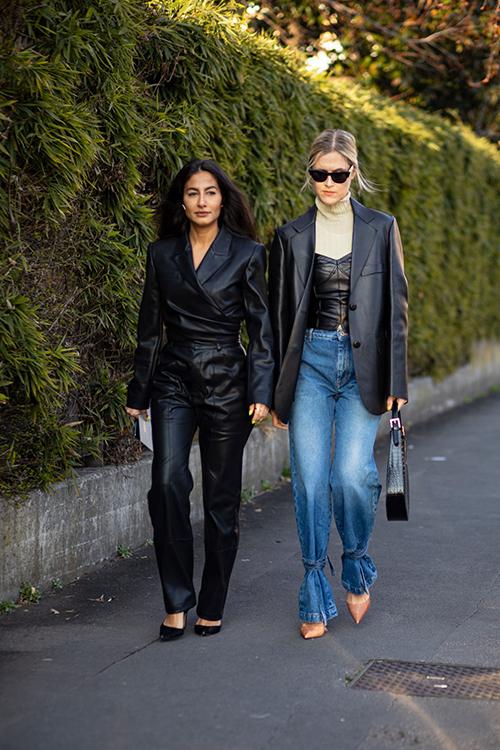 Giữa loạt xu hướng trang phục bất đối xứng, phom rộng được yêu thích thì jeans bất ngờ đánh dấu sự quay trở lại.
