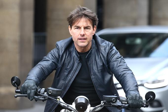 Tom Cruise gần 60 tuổi vẫn tự thực hiện các cảnh mạo hiểm trong loạt phim Điệp vụ bất khả thi.
