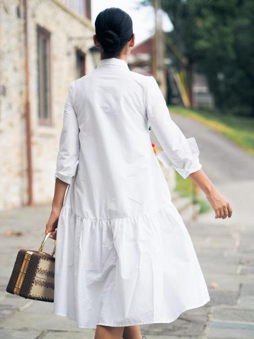 Ngoài các mẫu đầm sơ mi dáng basic, phom suông là các thiết kế phối hợp cùng chi tiết hạ eo, xếp bèo nhún để trang phục street style thêm đa dạng.