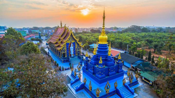 Ngôi chùa 'hổ nhảy' nhuộm màu xanh ở Thái Lan
