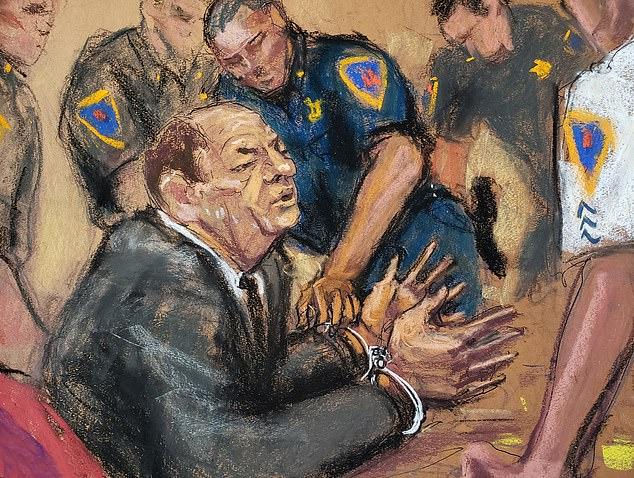 Harvey Weinstein bị còng tay dẫn đi sau khi tòa tuyên án.
